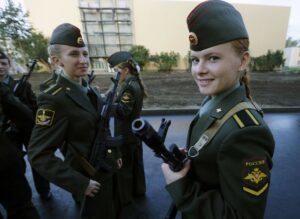 Как попасть девушке в армию сразу после школы